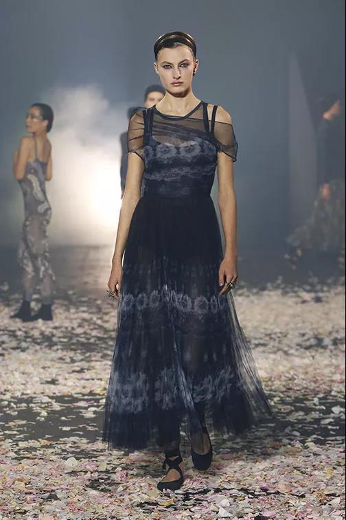 Dior薄纱长裙