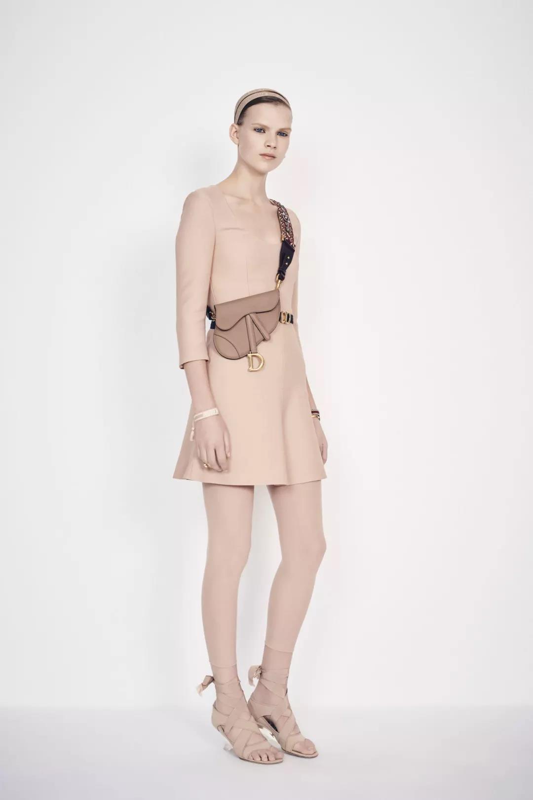 Dior纯黑色马鞍包