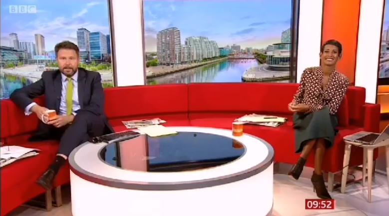 出什么大事了?!BBC新闻报道,知名乐队也转发