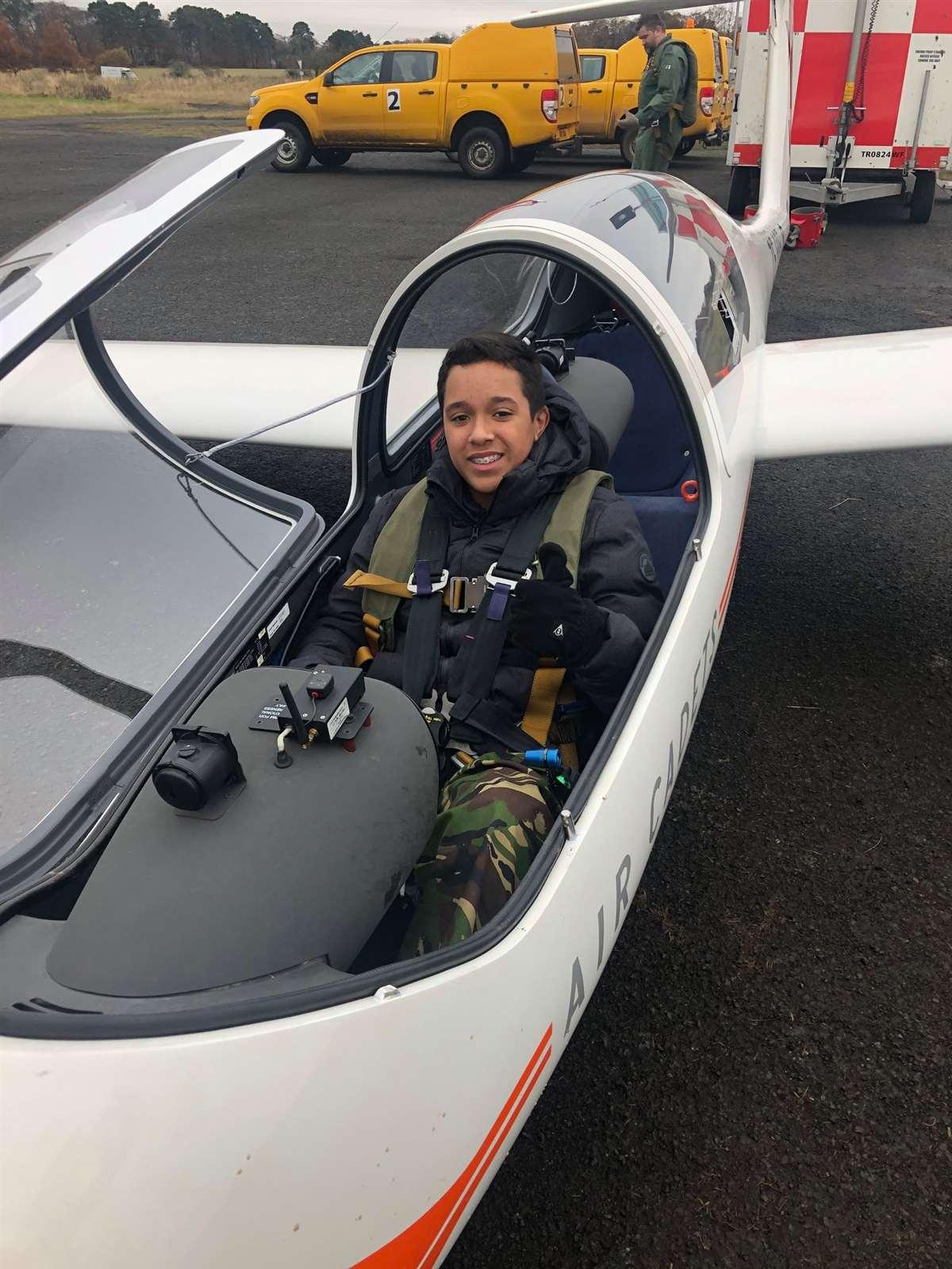 苏格兰阿尔宾学校参观英国皇家空军基地