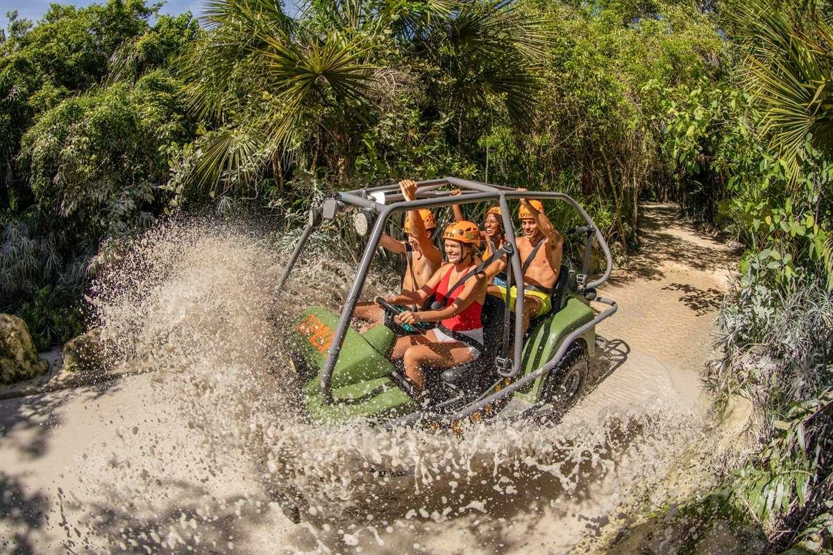墨西哥坎昆西普洛公园水陆两栖车