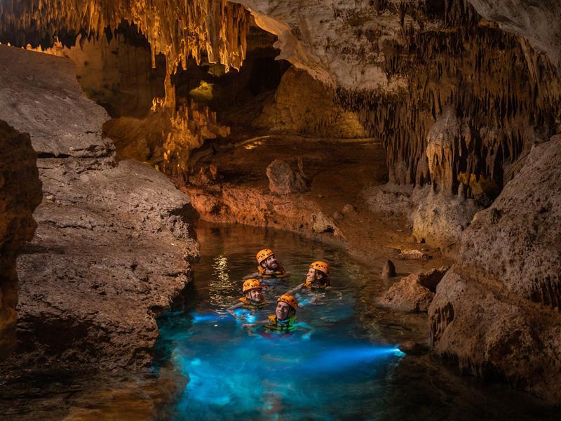 墨西哥坎昆西普洛公园地下河游泳