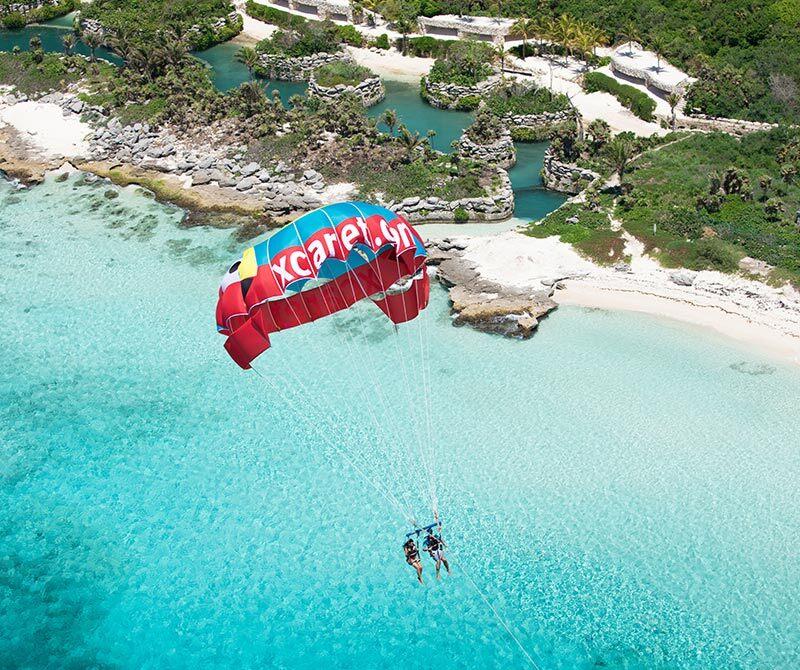 墨西哥坎昆西卡莱特公园滑翔伞