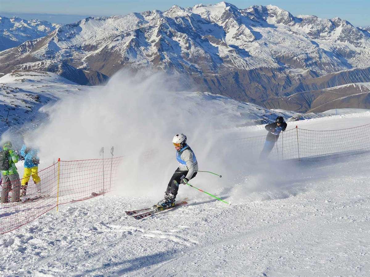 英国苏格兰阿尔宾学校滑雪