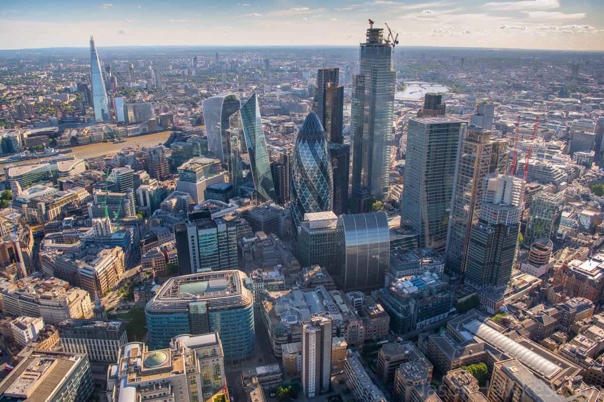 留学资讯   原来年薪百万的伦敦金融城精英多数出身这个专业!