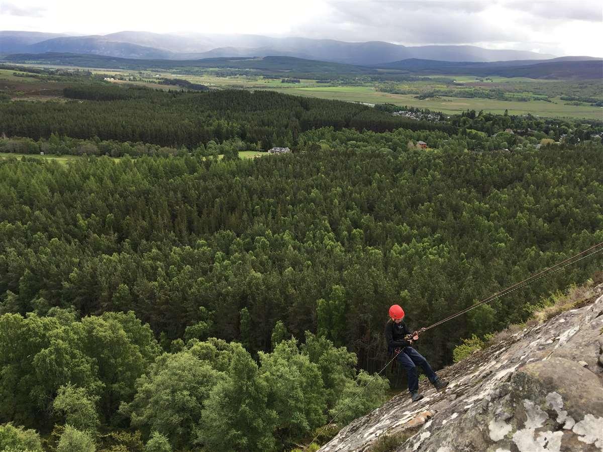 英国苏格兰阿尔宾学校学生旅行攀岩