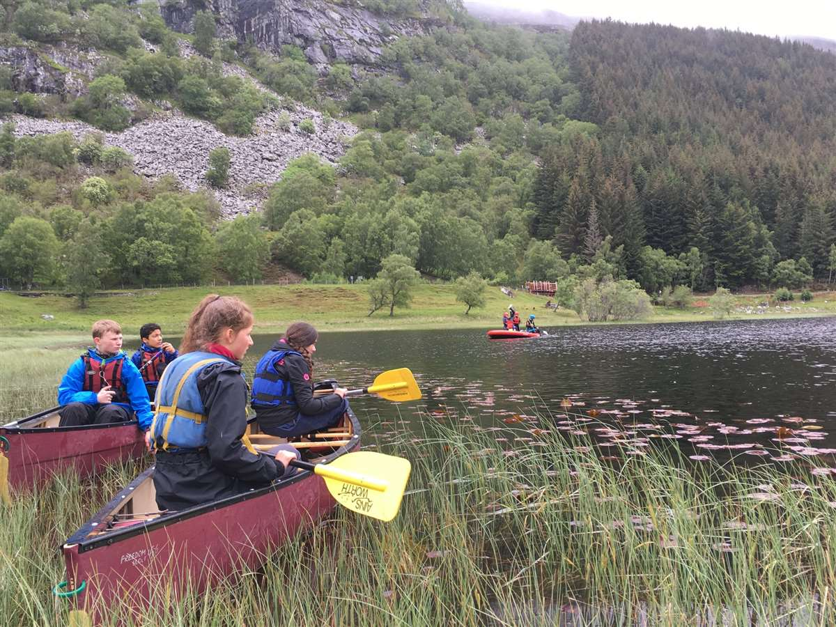 英国苏格兰阿尔宾学校学生旅行划船