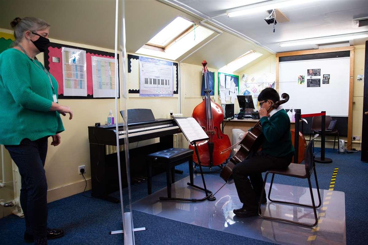 英国留学苏格兰阿尔宾私立学校大提琴