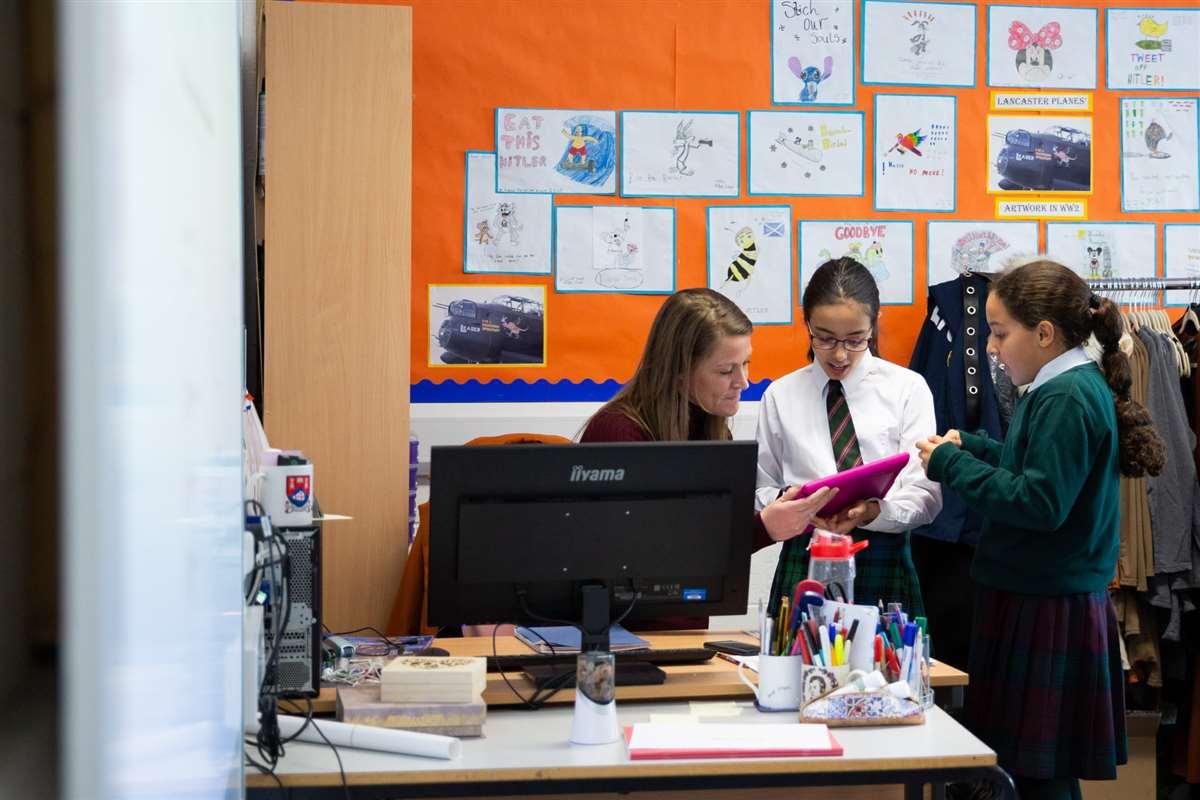 英国留学苏格兰阿尔宾私立学校老师