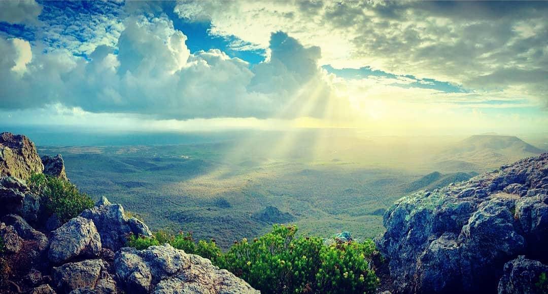 加勒比海库拉索岛最高峰克里斯托弗尔山