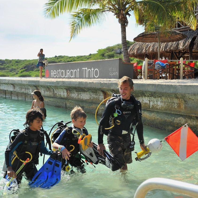 加勒比海库拉索岛儿童潜水