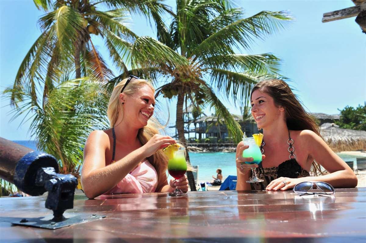 加勒比海库拉索岛鸡尾酒