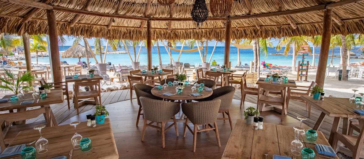 加勒比海岛库拉索蓝湾海滩餐厅