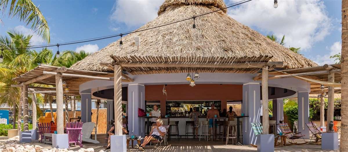 加勒比海岛库拉索蓝湾海滩酒吧