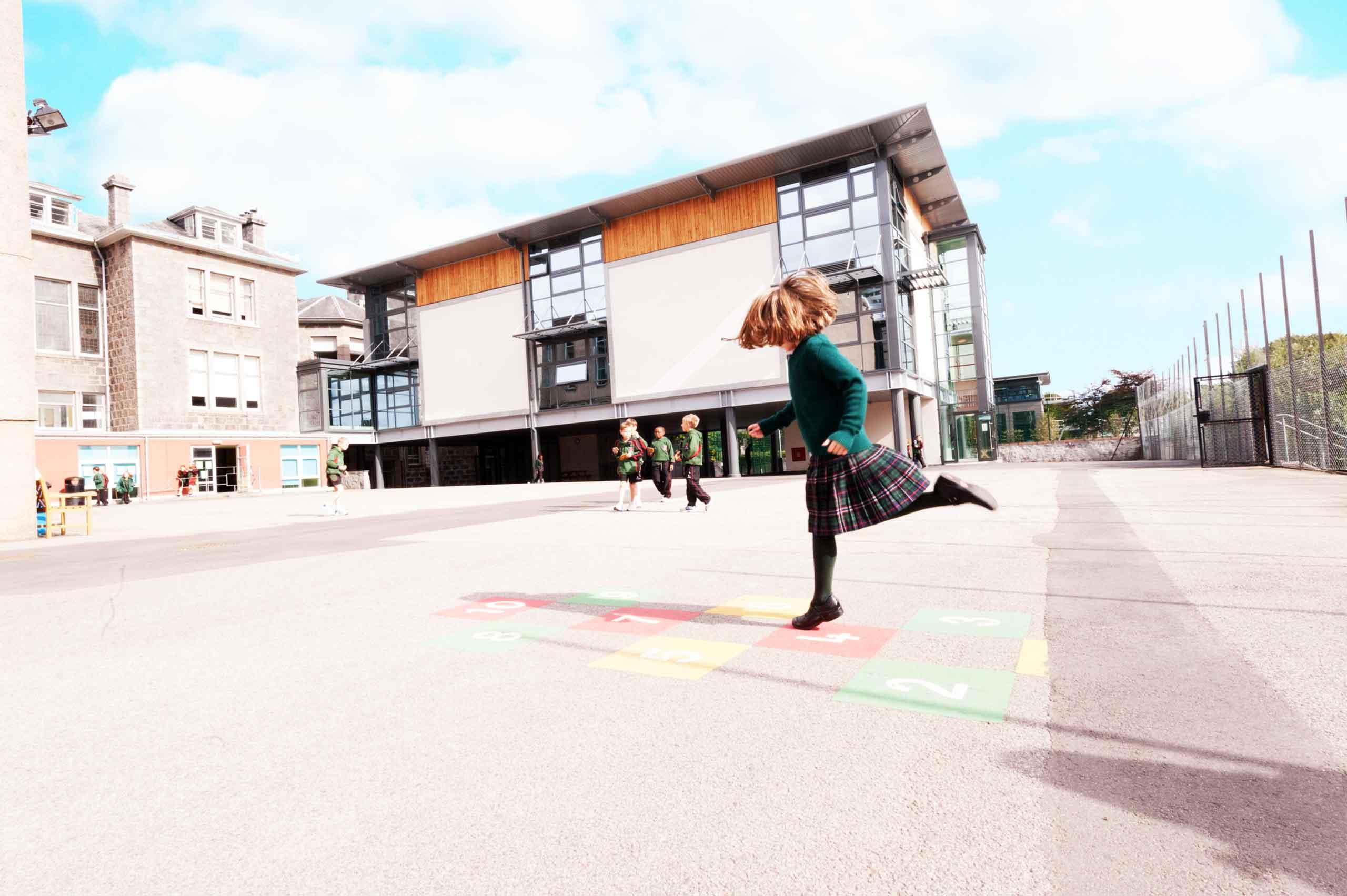 英国苏格兰阿尔宾学校教学楼
