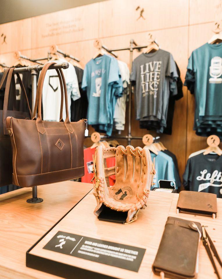 美国加州橙县尔湾光谱购物中心Baseballism