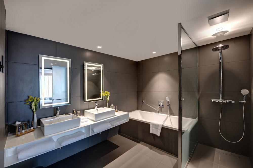 Suite Room bath.jpg